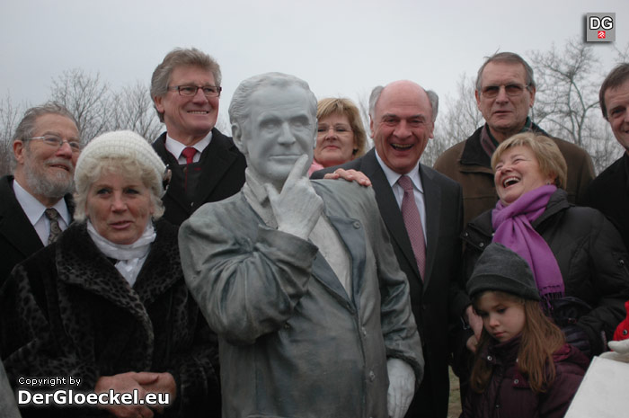 Enthüllung des Andreas Mauerer-Denkmals bei der Donaubrücke in Hainburg | Foto: DerGloeckel.eu