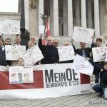 Proponenten und Aktivisten des Volksbegehrens vor dem Parlament | Foto: MeinOE