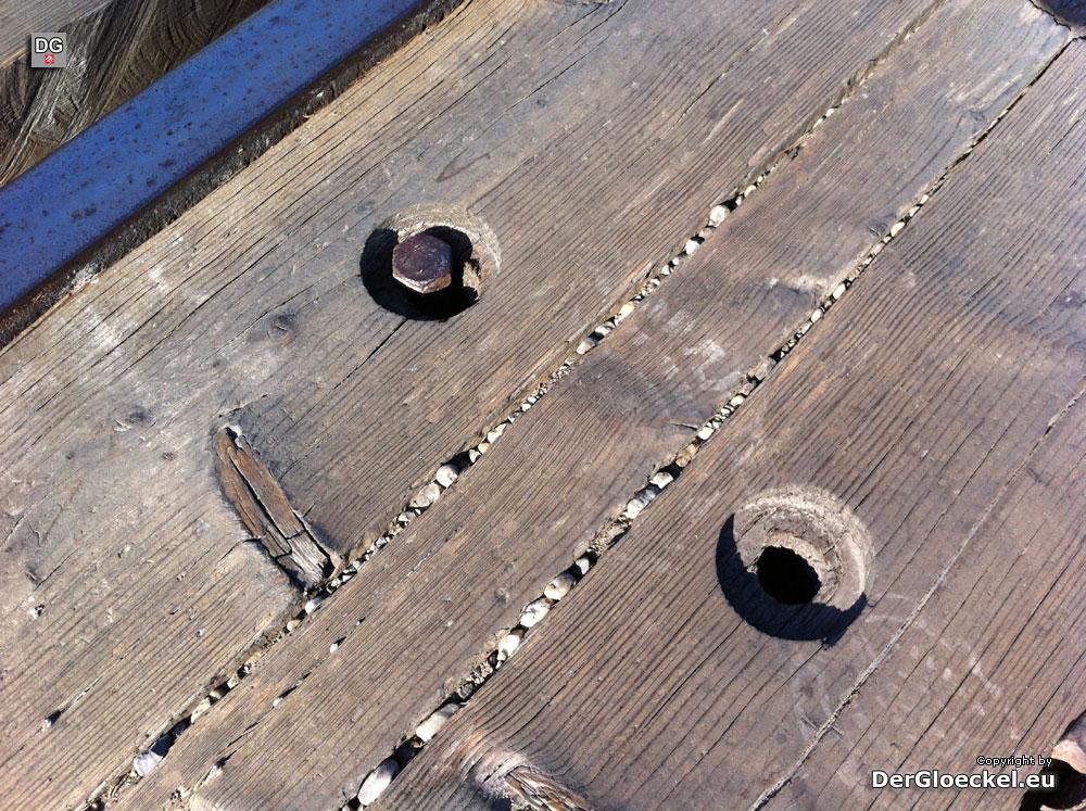 gelockerte und fehlende Schrauben am Bahnübergang B9/Thebnerstraße | Foto: DerGloeckel.eu