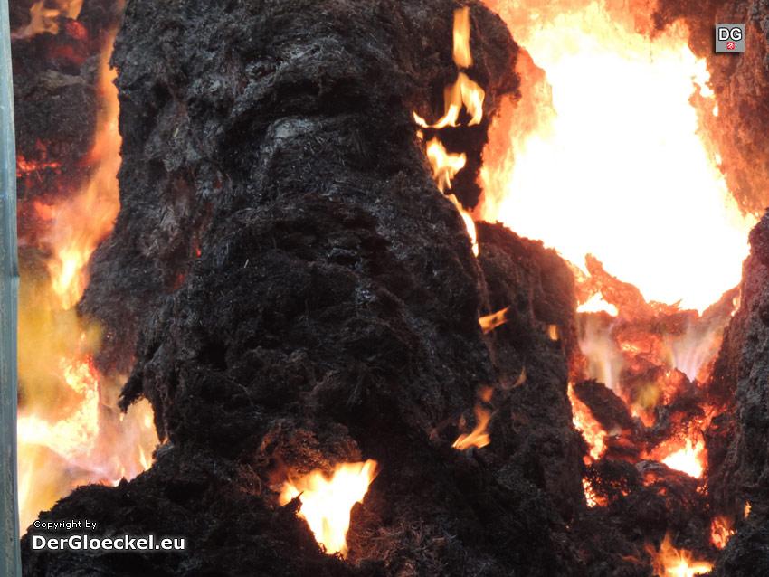 brennende Strohtristen | Foto: DerGloeckel.eu