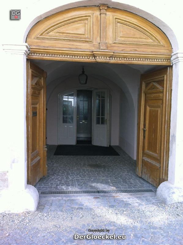 Die Hauseinfahrt des Arztes W. | Foto: DerGloeckel.eu