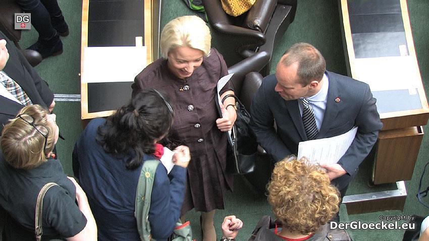 Einzug von NEOS ins Parlament | Szenenbild: DerGloeckel.eu