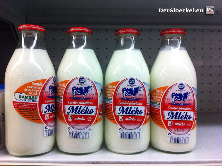 Milch in der Glasflasche - Verkauf in der Slowakei | Foto: DerGloeckel.eu