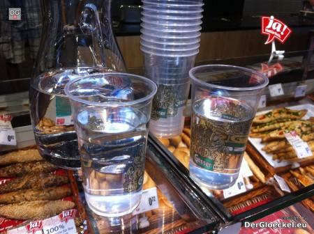 Frischwasser für Kunden beim MERKUR in Hainburg | Copyright: DerGloeckel.eu